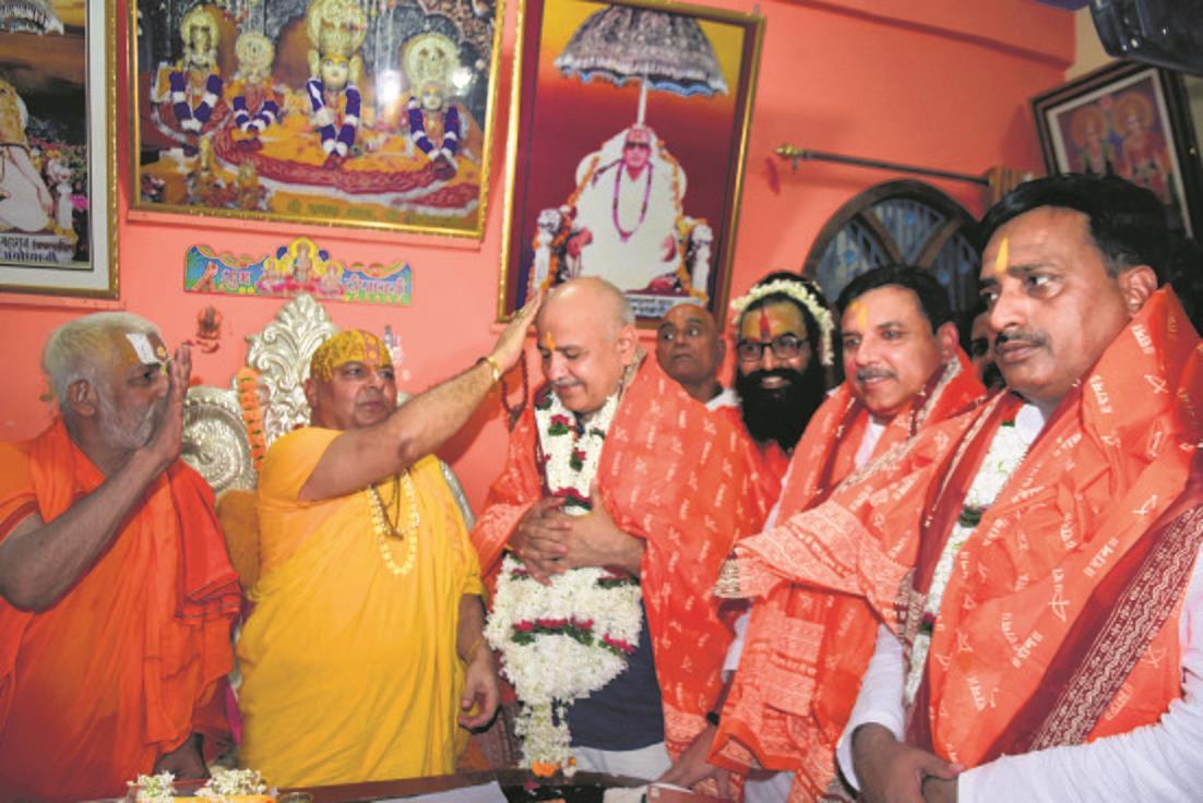 Eyeing Hindu votes, Manish Sisodia, Sanjay Singh visit Ayodhya
