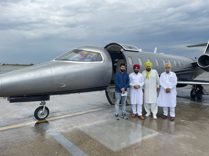 'Private jet not an aam aadmi's ride'; SAD takes a dig at Punjab Congress as new CM, Sidhu fly to Delhi