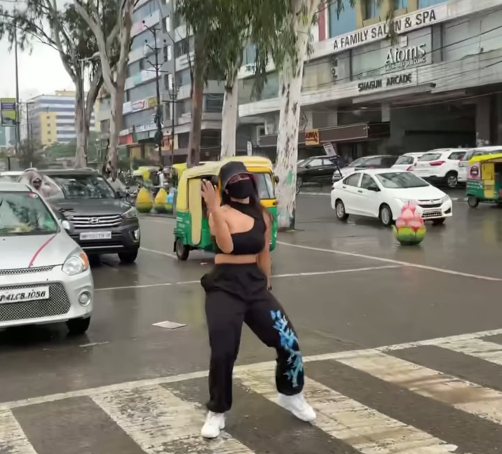 Dancing at a traffic intersection gets Indore woman into trouble
