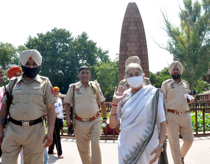 Heritage tampered with, says Laxmi Kanta Chawla at Jallianwala Bagh; MP Shwait Malik differs