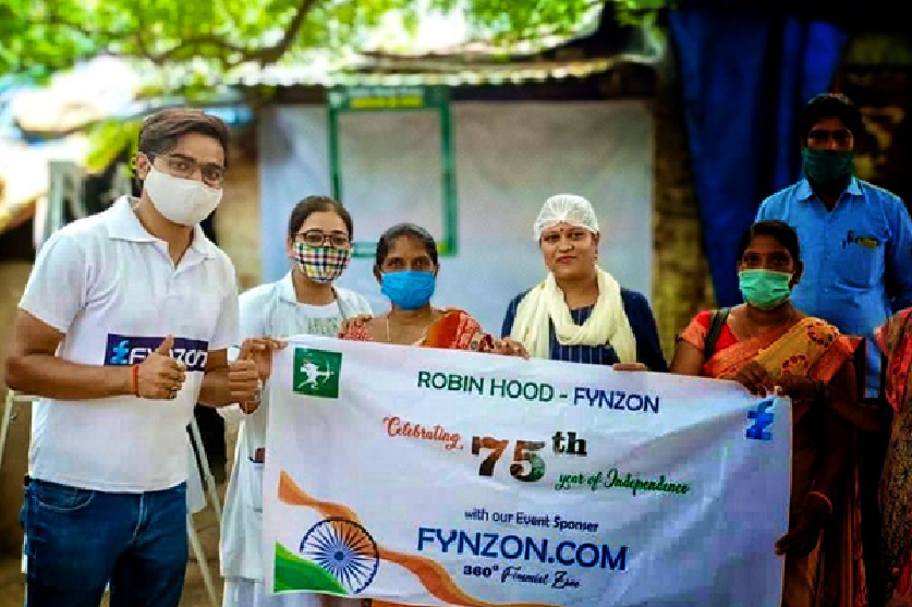Ivan Sinha Teams Up With Robin Hood Army to Vaccinate Villagers in Uttar Pradesh