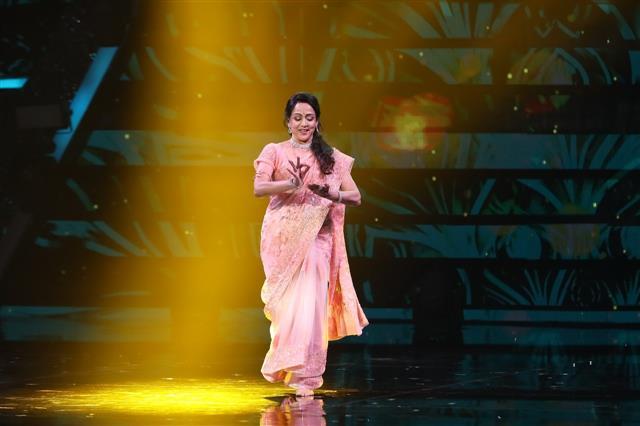 Hema Malini's jaw-dropping moment while shooting 'Zindagi Ek Safar Hai Suhana' with Rajesh Khanna. Read to know what lead to it