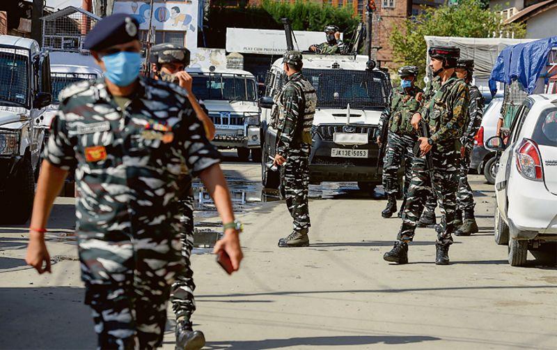 South Kashmir highway on JeM-LeT's hit list, warns intel