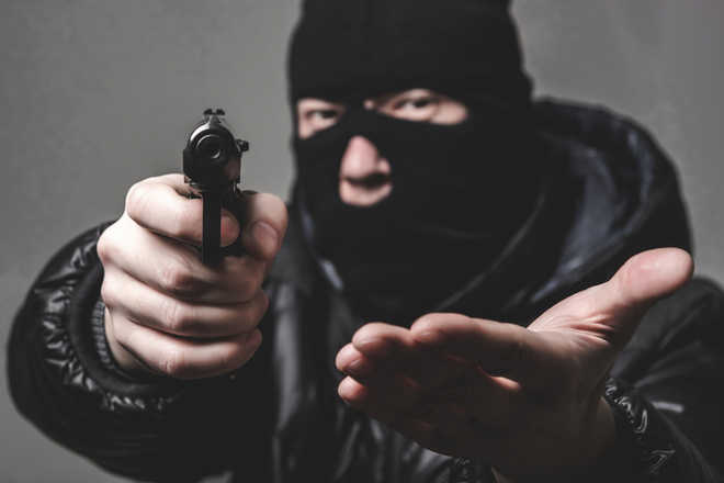Snatchers on prowl, target 3 shopkeepers at gunpoint