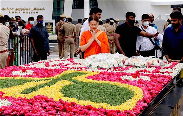 Ahead of 'Thalaivi' release, Kangana Ranaut pays tributes at Jayalalithaa memorial