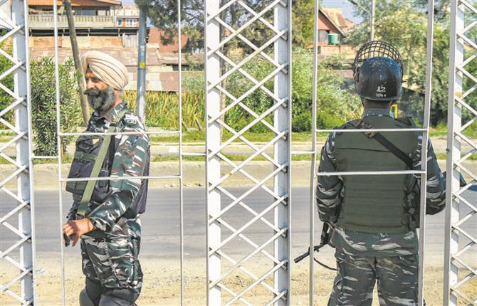 Security forces detect, defuse six hand grenades along highway in Srinagar
