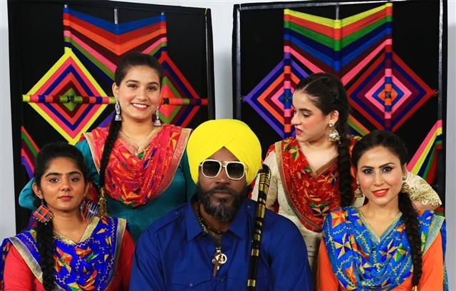 West Indies cricketer Chris Gayle turns 'Punjabi daddy'. Read to know why