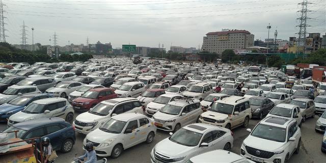 SAD protest: Huge traffic jam on Gurugram-Delhi border blocks expressway