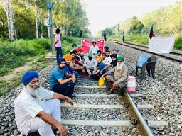 Bharat Bandh: Farmers block Chandigarh-Ambala road, Mohali airport road at 5 places