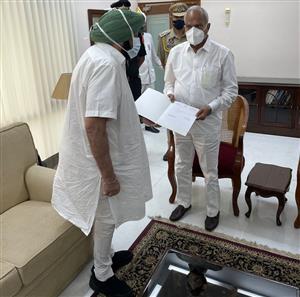 Punjab CM Capt Amarinder Singh resigns before CLP meeting