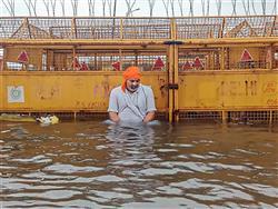 Tikait mocks Kejriwal as Delhi becomes swamp
