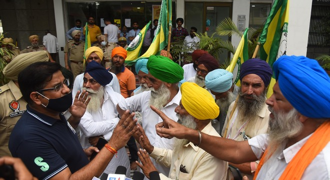 Dairy farmers protest non-payment of subsidy