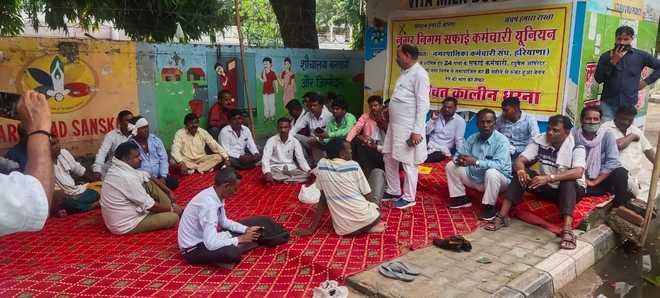 Post transfer, Faridabad MC staff sans salary; launch stir