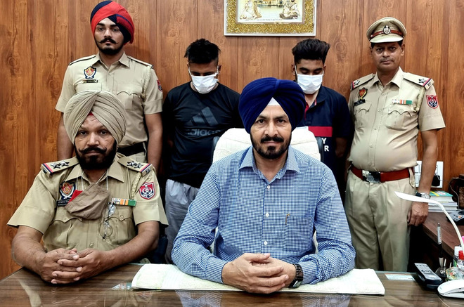 2 youths held with 750-gm heroin
