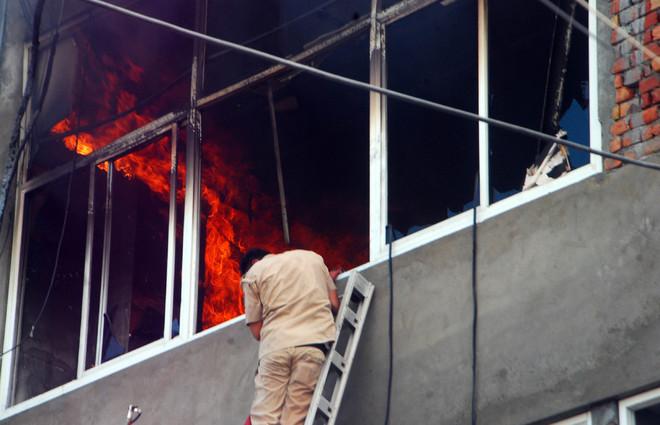 Fire at Bathinda bank, goods damaged
