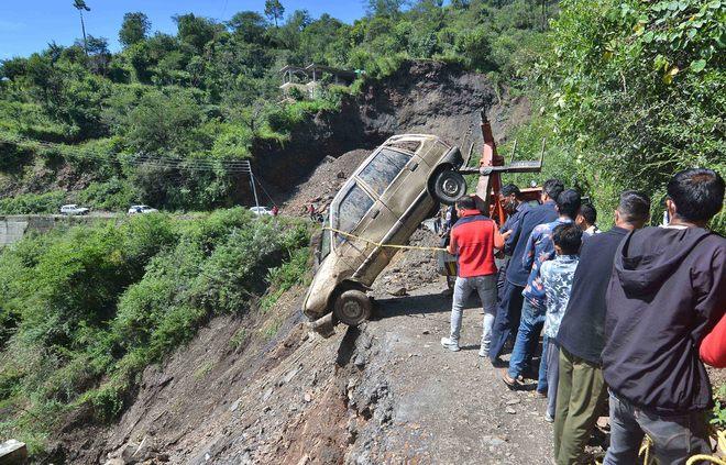 Shimla-Mandi road blocked after landslide, traffic diverted