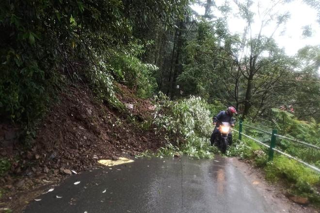 Landslides block Shimla-Kinnaur NH, traffic resumes after 7 hrs