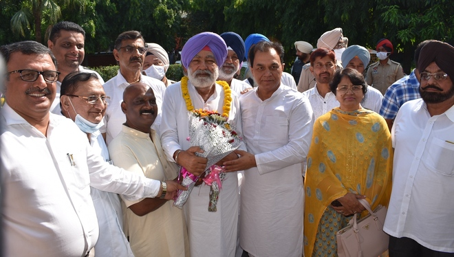 Sangat Singh Gilzian: Will ensure early completion of projects