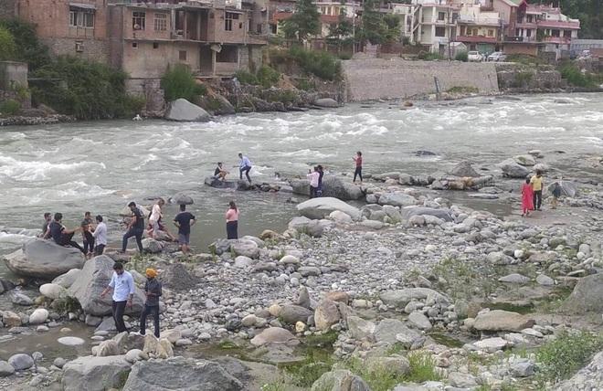 Delhi woman, son drown in Beas near Manali