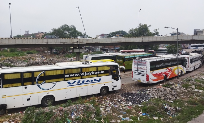 'Unofficial bus stops' choke Amritsar roads