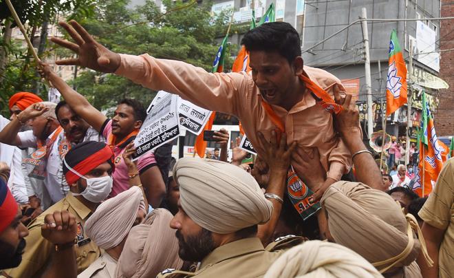 E-auction row: BJP activists lock Ludhiana Improvement Trust office