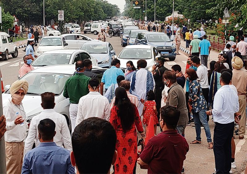 Chaos rules roads as crowds throng air show venue at Sukhna Lake in Chandigarh