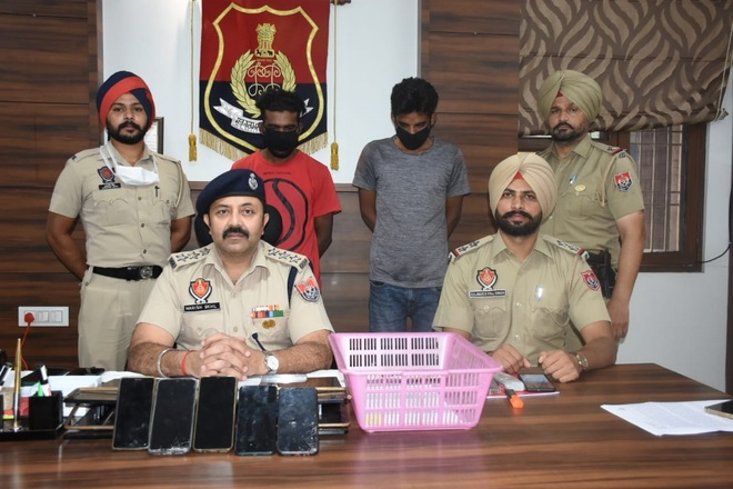 Gang of snatchers busted, 2 nabbed