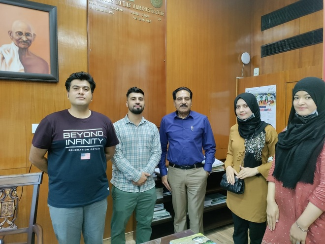 Chandigarh Adviser Dharam Pal meets Afghan students, extends support