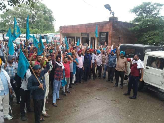 Punbus & PRTC workers protest outside Jalandhar Cantt MLA Pargat Singh's residence