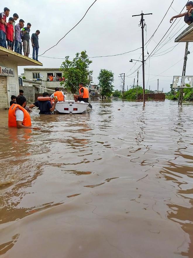 Heavy rains lash 3 districts of Gujarat