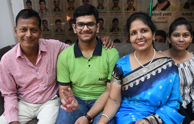 Bathinda boy Pulkit Goyal tops JEE Main