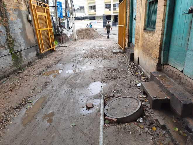 Jalandhar: Krishan Nagar residents irked over shoddy work by civic body