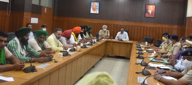Sonepat DC, farmers meet over plea to unblock NH-44
