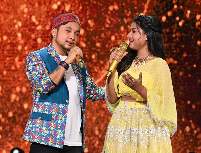Himesh Reshammiya brings together Pawandeep and Arunita in 'O Saiyyoni'