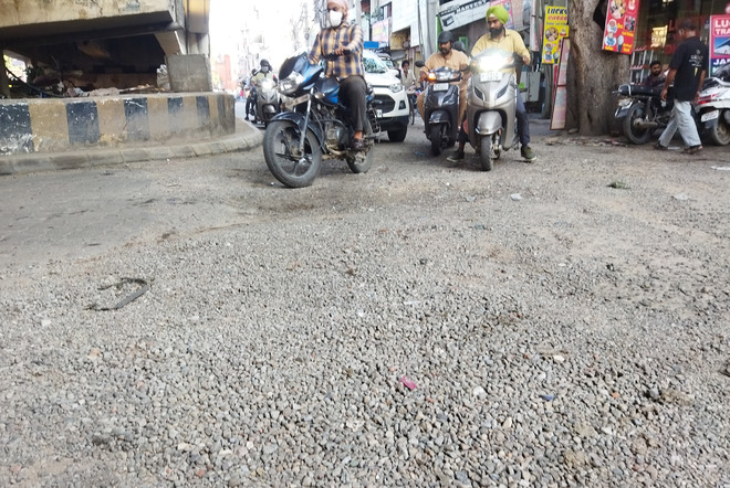 Amritsar: Hall Gate to Bhandari Railway Overbridge stretch lies in tatters