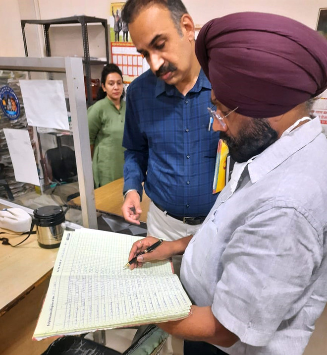 Reach office by 9am or face music, Amritsar municipal staffers told