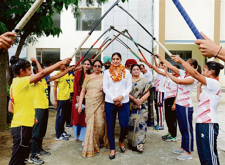 Drag-flicker Gurjit Kaur visits her alma mater Lyallpur Khalsa College for Women