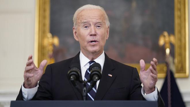 Biden slams anti-vax movement, mandates widespread shots, tests