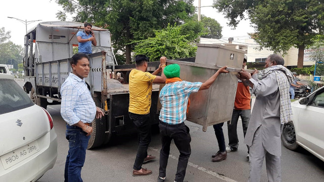 Encroachments cleared on service lanes by Amritsar MC