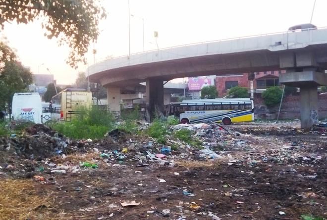 Old Sabzi Mandi turns into garbage dump