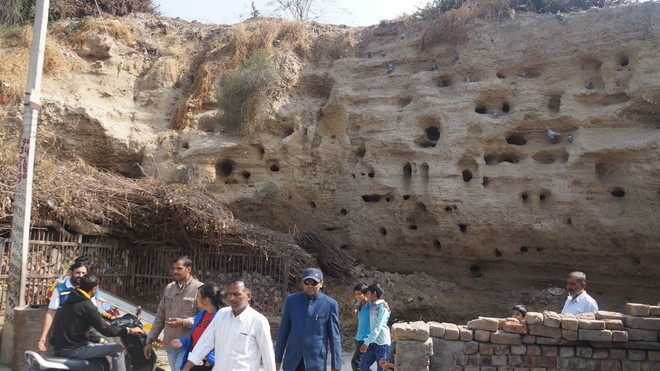 Harappan site in Hisar draws interest of archaeologists
