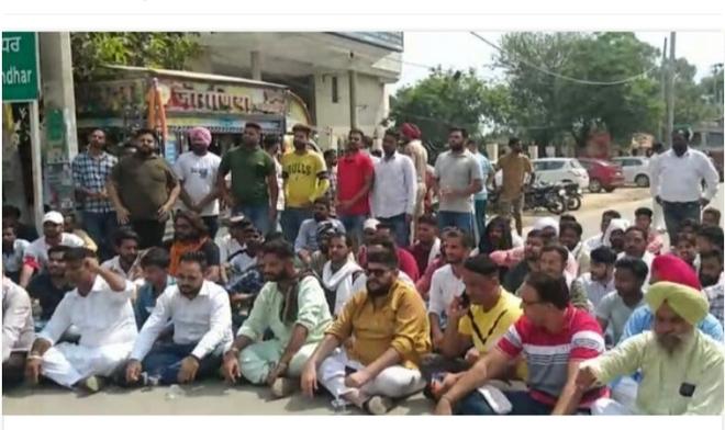 Gurdas Maan controversy: Dera Murad Shah devotees block Jalandhar-Nakodar highway