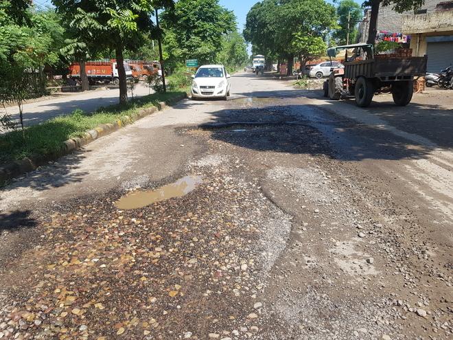 Months after recarpeting, Jeevan Nagar road portions damaged again
