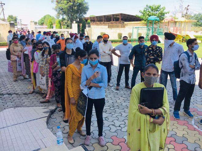 1,022 get offer letters at job fair in Dasuya