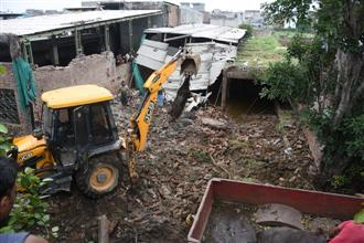 13 head of cattle die as roof of dairy collapses